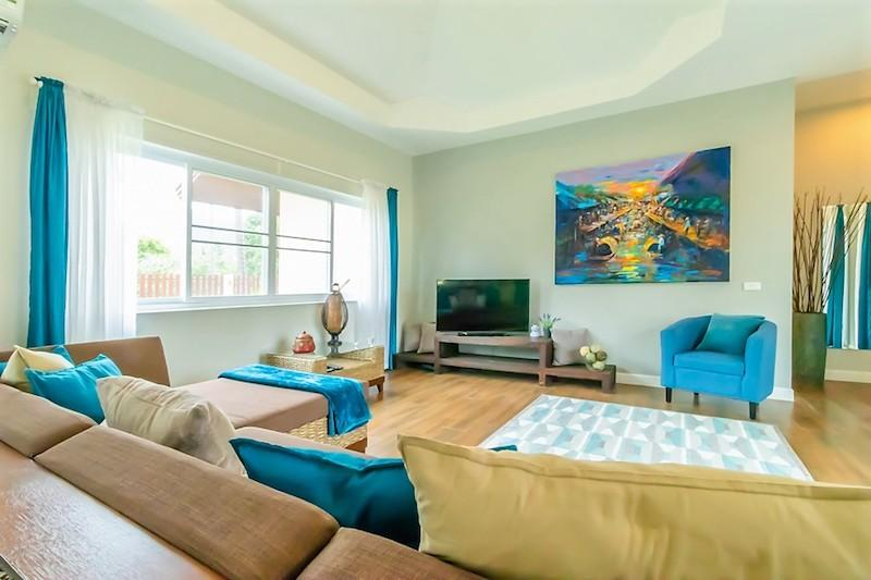 Dolphin Bay villa for sale - living room