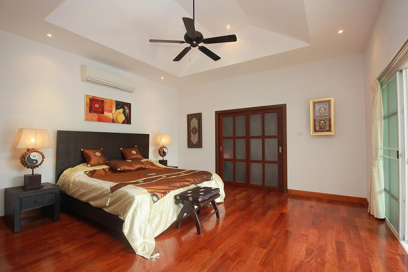 Spacious villa for sale Smart House - master bedroom