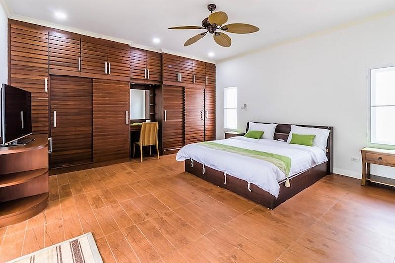 Nature Valley villa for sale - master bedroom