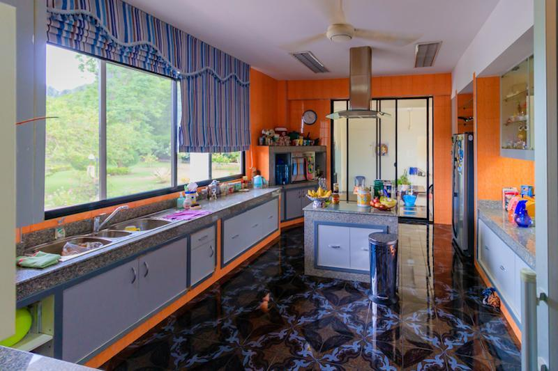 Villa for sale close to Cha Am beach - kitchen