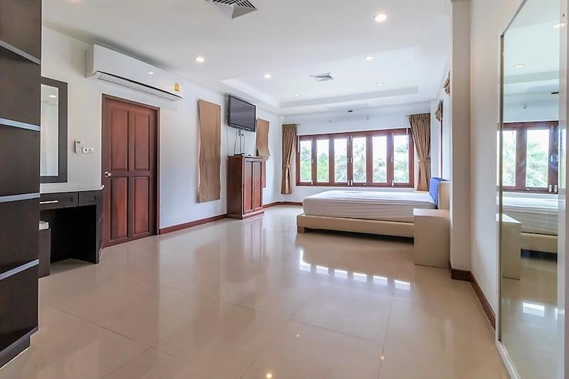 Soi 88 sea view villa for sale - bedroom
