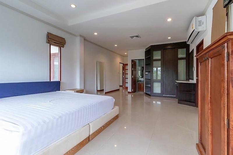 Soi 88 sea view villa for sale - sala