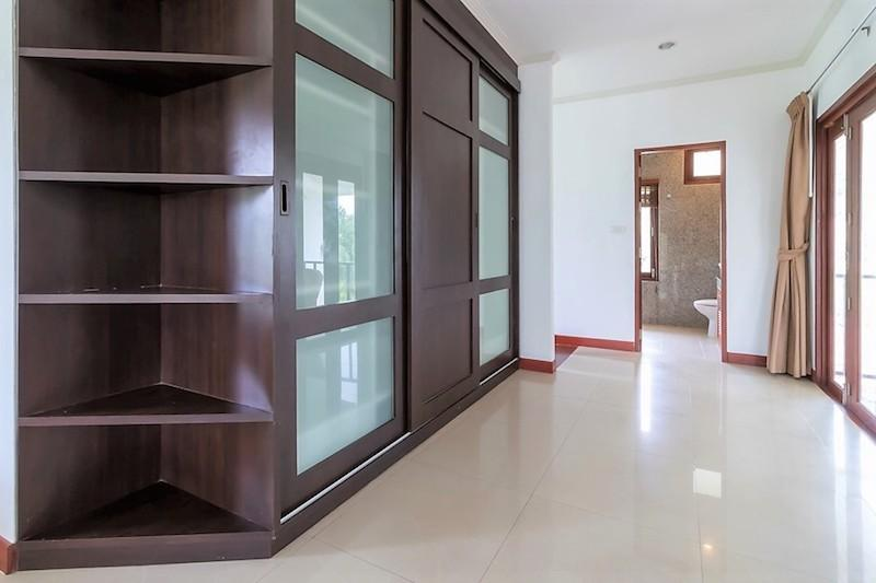 Soi 88 sea view villa for sale - wardrobe