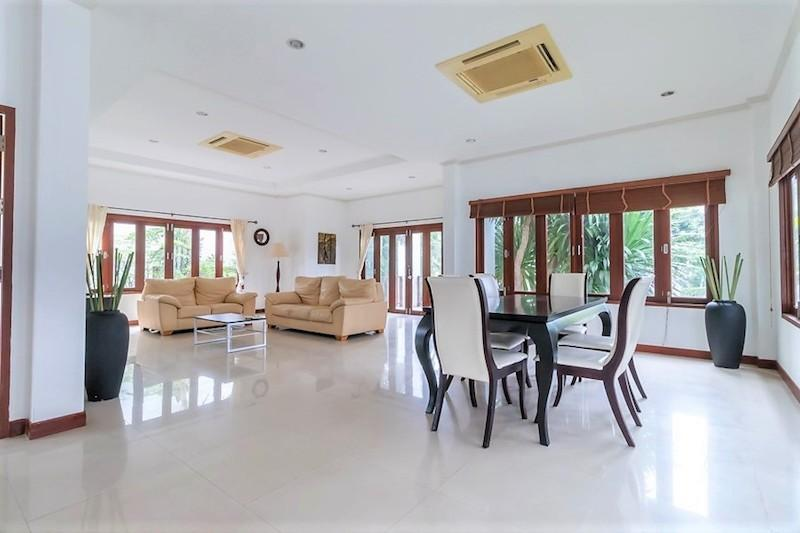 Soi 88 sea view villa for sale - living room
