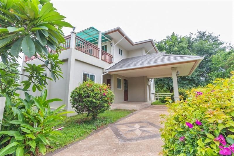 Searidge Hua Hin villa for sale - carpark