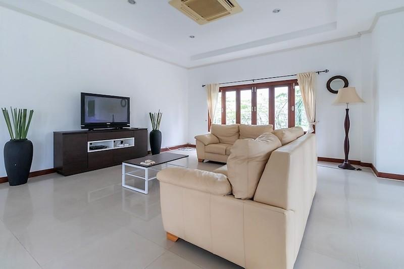 Soi 88 sea view villa for sale - living