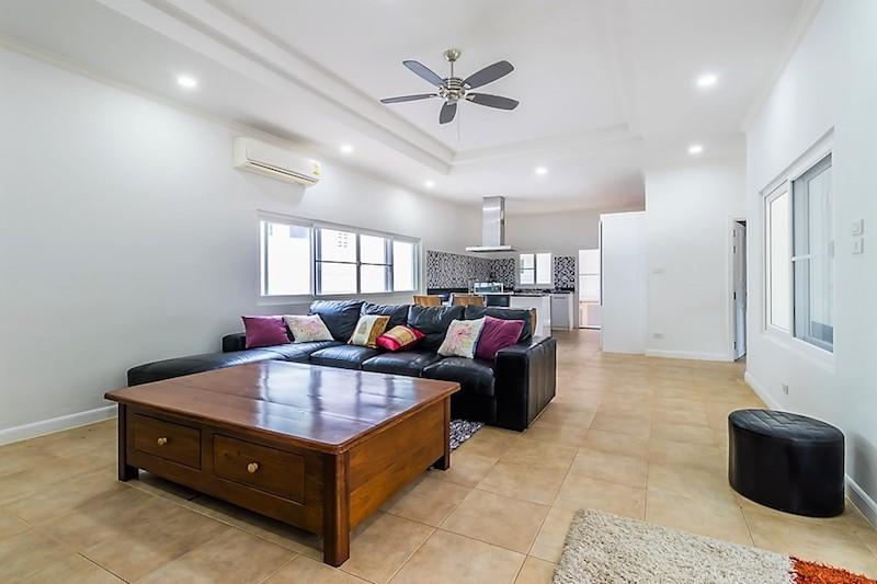 Nature Valley villa for sale - living room