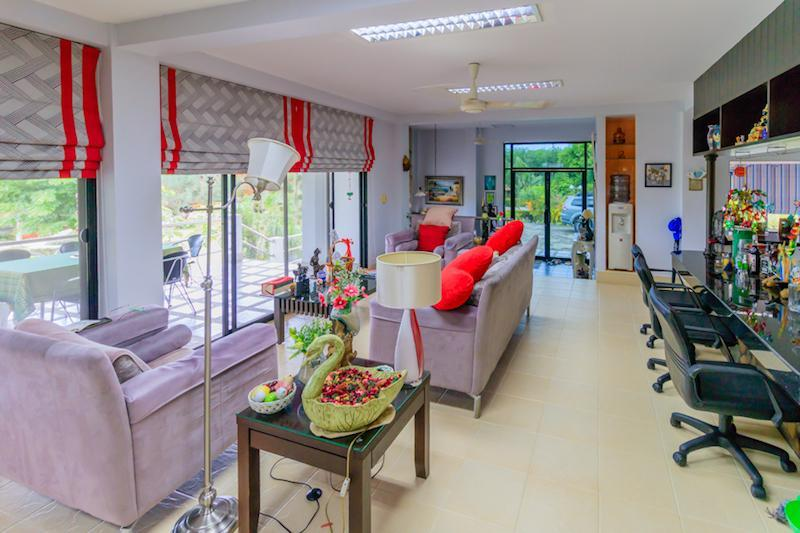 Villa for sale close to Cha Am beach - living room