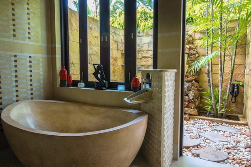 Villa for sale Khao Kalok - bathtub