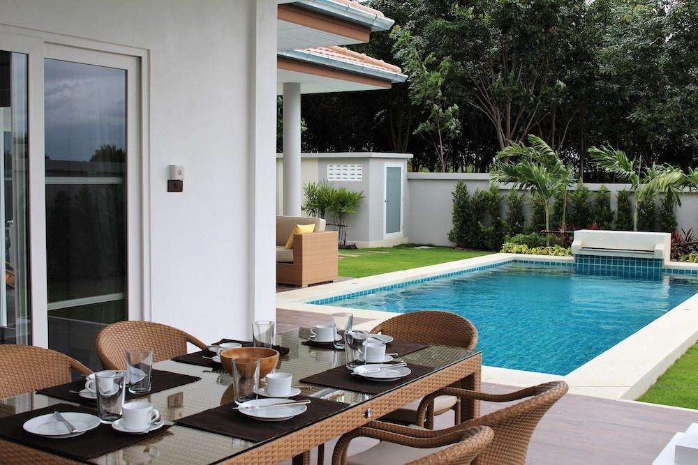 Luxury Mali Prestige pool villa for rent - dining