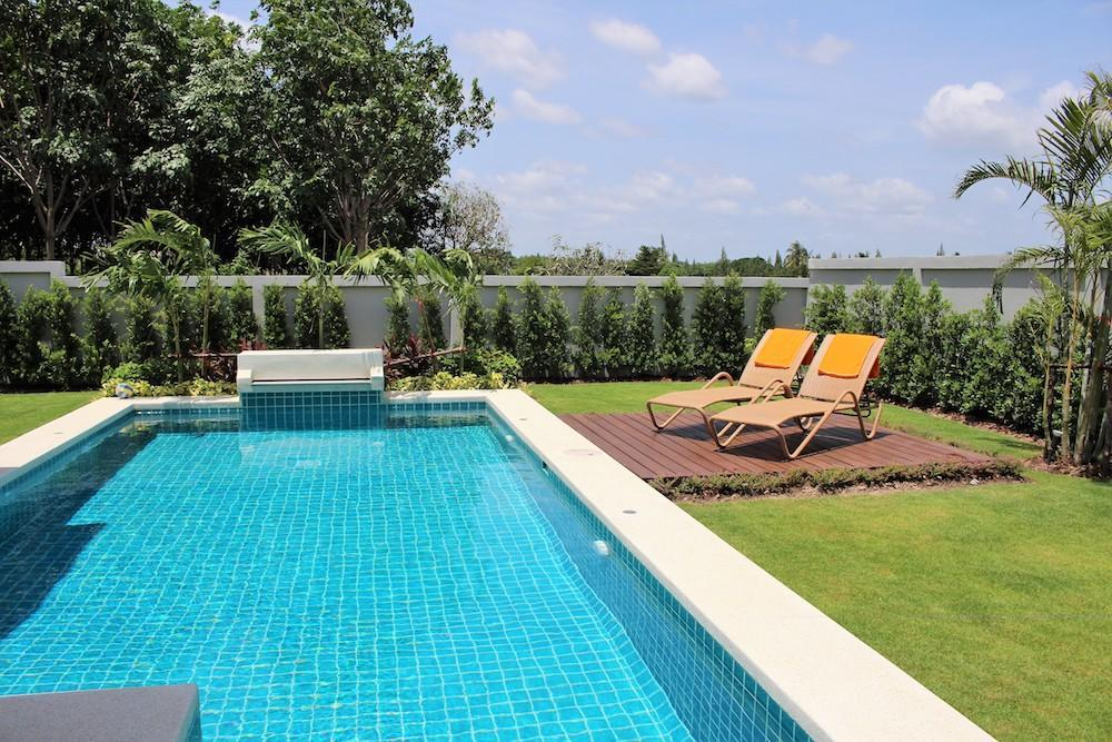 Luxury Mali Prestige pool villa for rent - sun terrace
