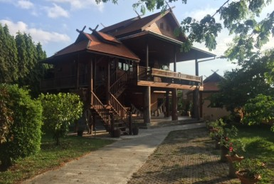 Pranburi villa for sale with 3200 sqm - teak house