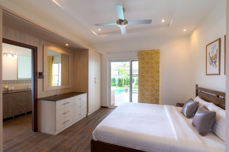 Luxury 3 bed pool villa for rent in Hua Hin - master bedroom