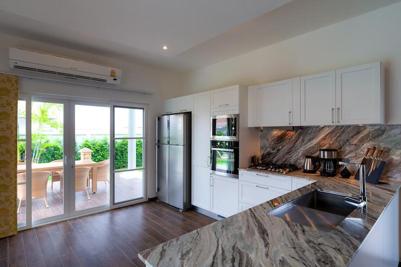 Luxury 3 bed pool villa for rent in Hua Hin - kitchen
