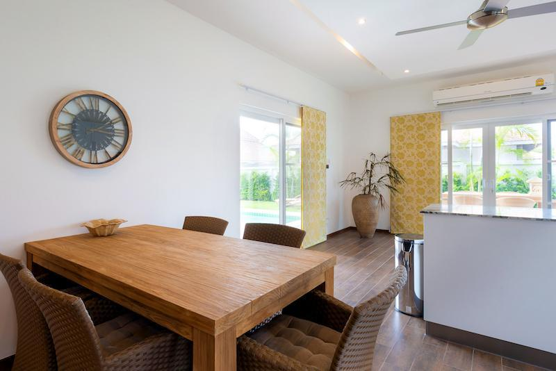 Luxury 3 bed pool villa for rent in Hua Hin - dining