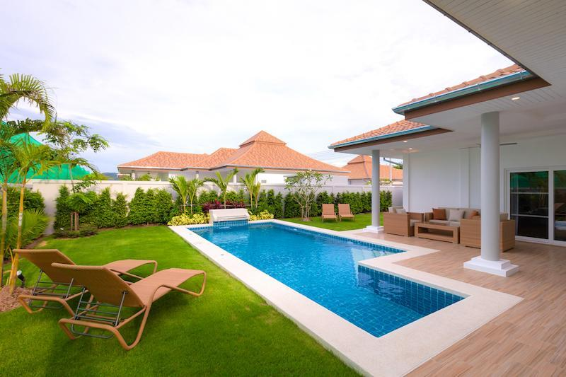 Luxury villa with pool for rent - garden