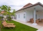Luxury villa with pool for rent - sunbeds