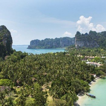 What is the Climate and Landscape Like in Hua Hin?