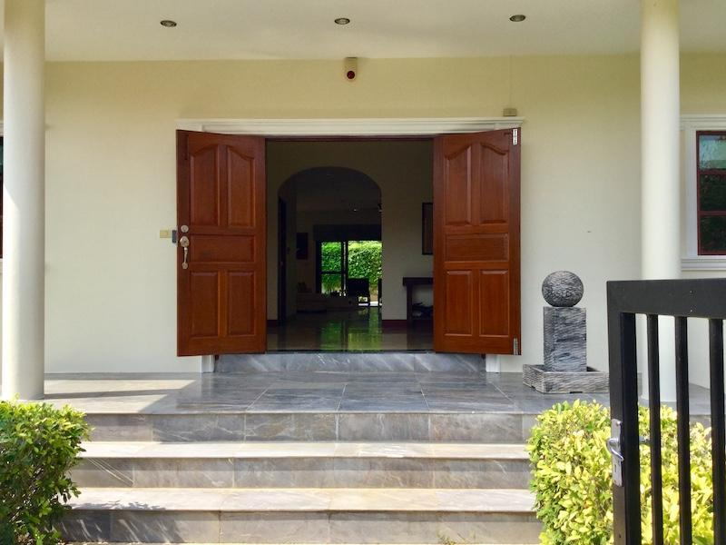 Golf Village villa for sale - entrance