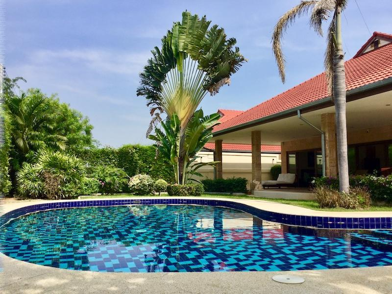 Golf Village villa for sale - pool