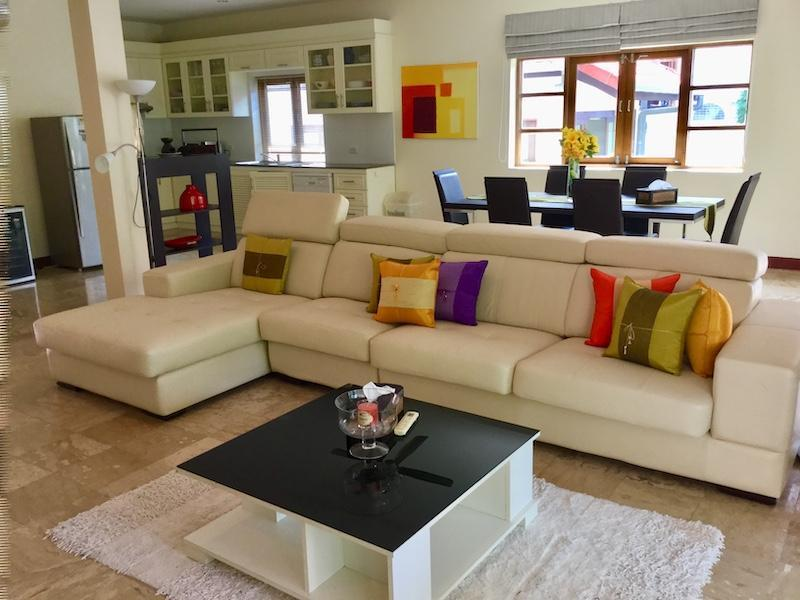 Golf Village villa for sale - living room