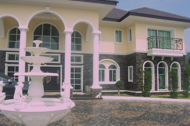 Mansion style villa for sale - front