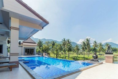 Palm Hills Villa with 6 bedrooms for sale - pool view