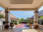 Palm Hills Villa with 6 bedrooms for sale - drive way