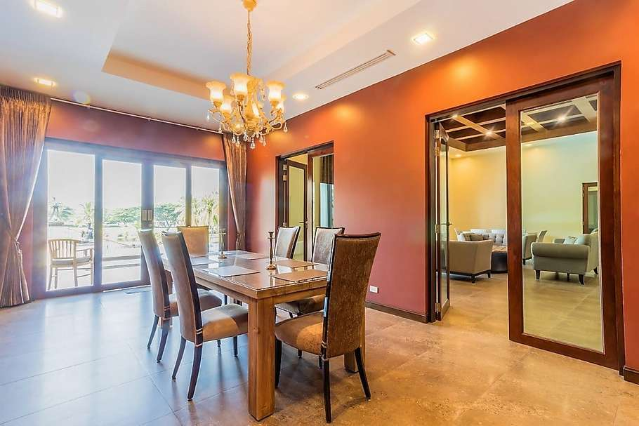 Palm Hills Villa with 6 bedrooms for sale - table