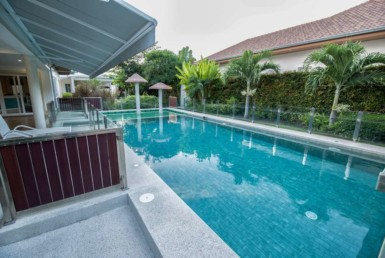 4 bed villa in The Views for sale - pool