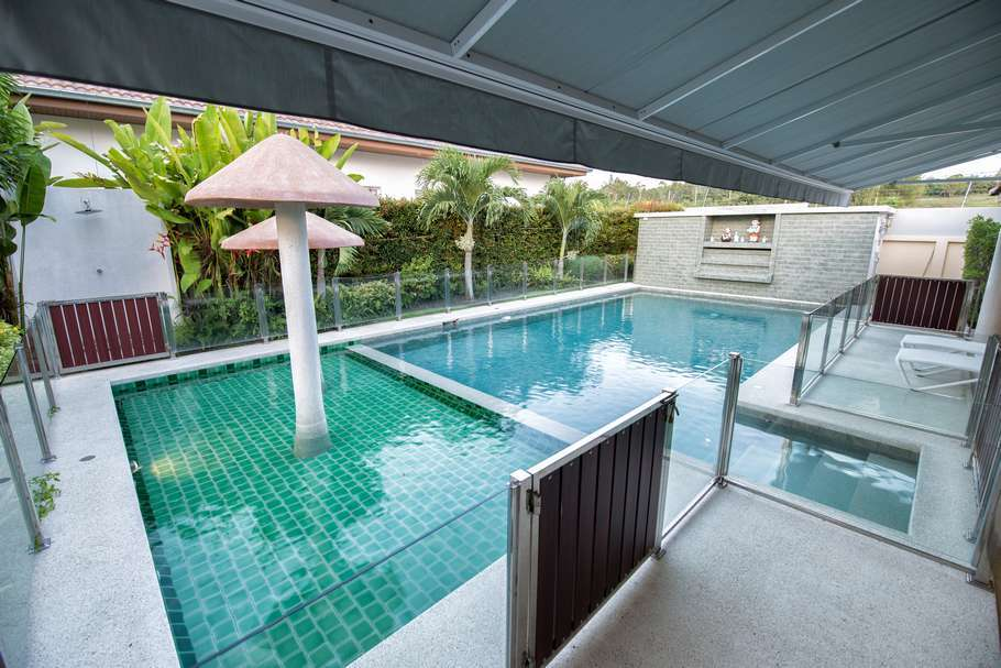 4 bed villa in The Views for sale - kids pool