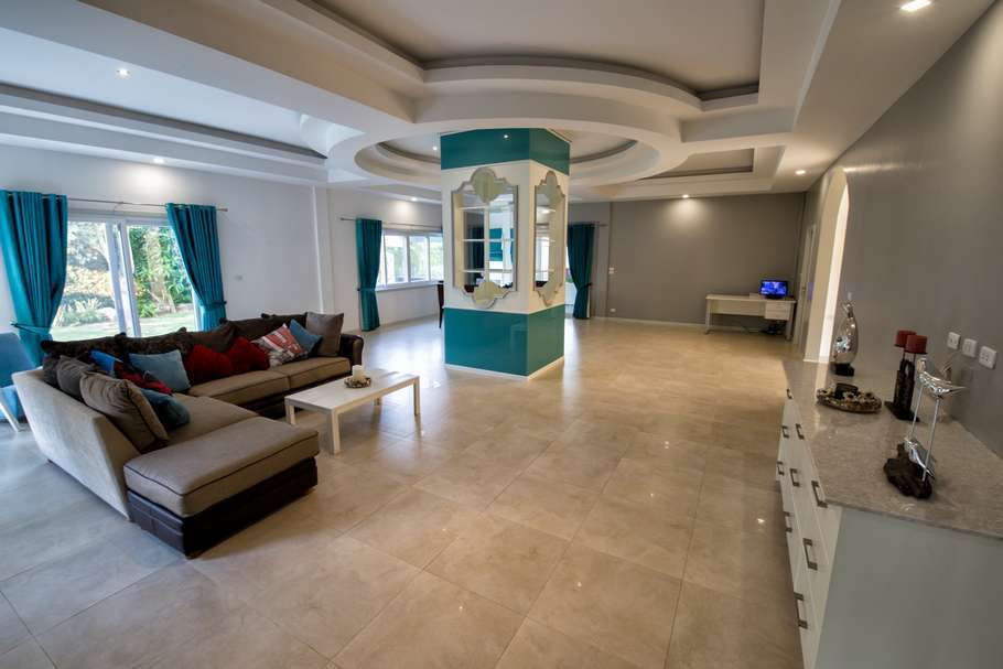4 bed villa in The Views for sale - living area