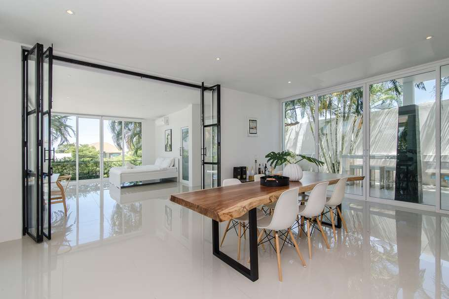 Stunning 5 bed Phu Montra villa for sale - dining table