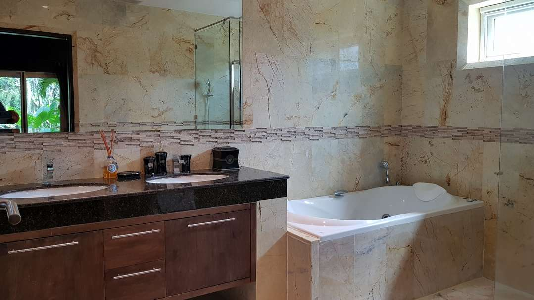 Renovated luxury villa for sale Palm Hills Golf Course - bathroom