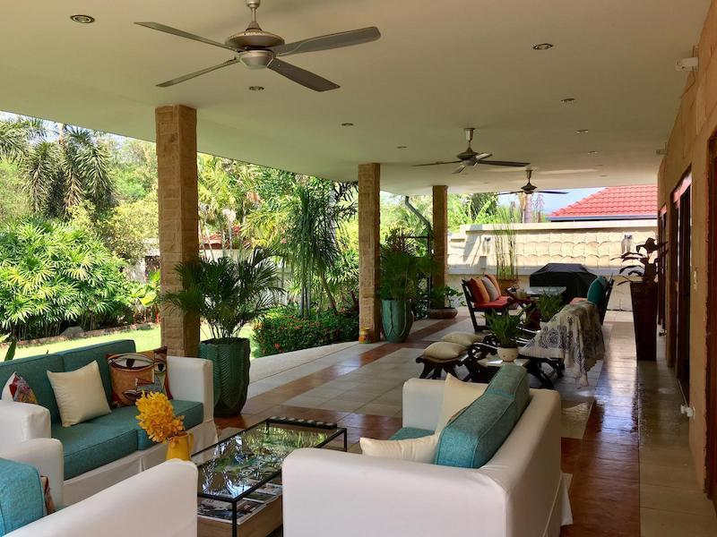 Villa with Sauna and huge pool for sale and rent - covered terrace