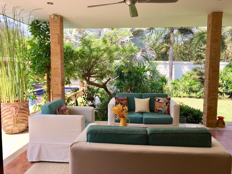 Villa with Sauna and huge pool for sale and rent - lounge