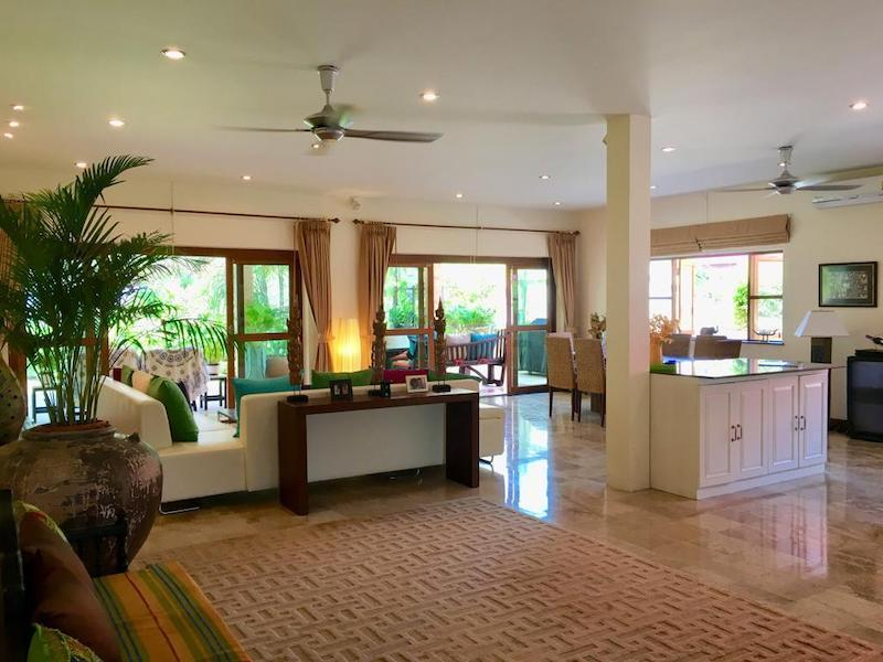 Villa with Sauna and huge pool for sale and rent - living room