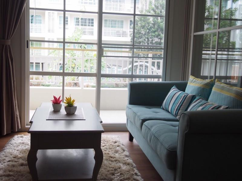 Autumn apartment with 2 bedrooms for sale - sofa