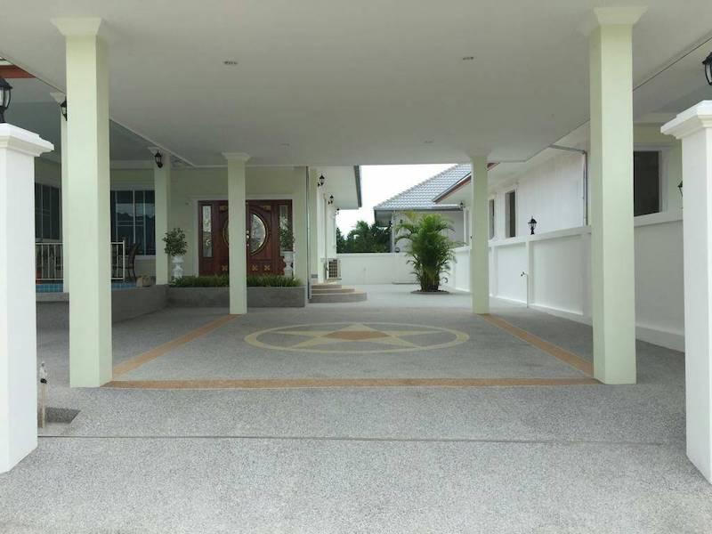 Cha Am pool villa for sale in best location - entrance