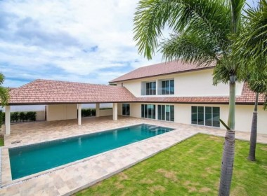 Spacious pool villa for sale close to town - pool