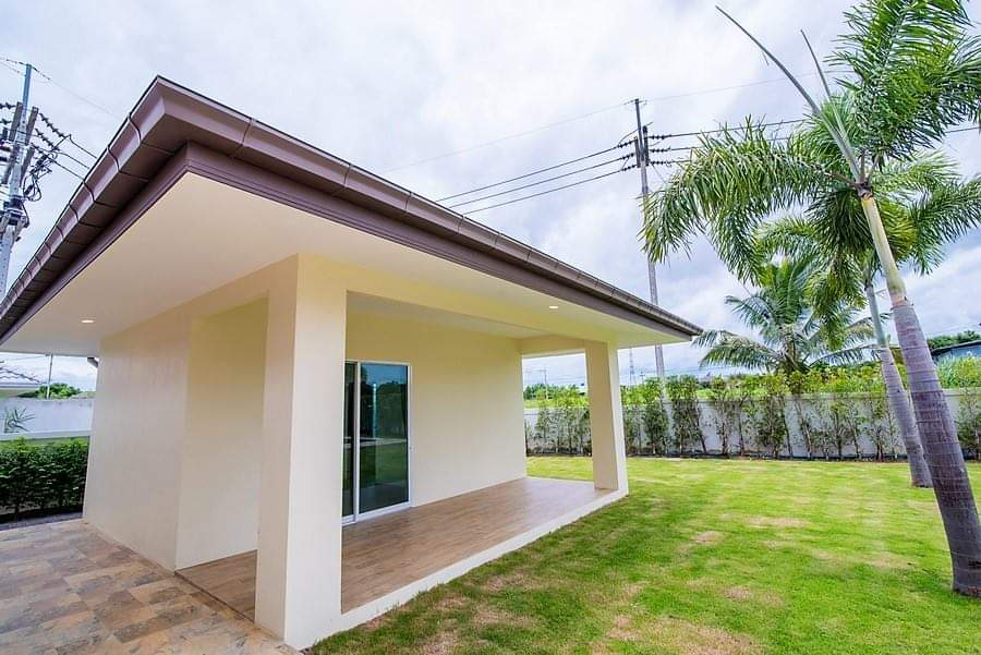 Spacious pool villa for sale close to town -storage