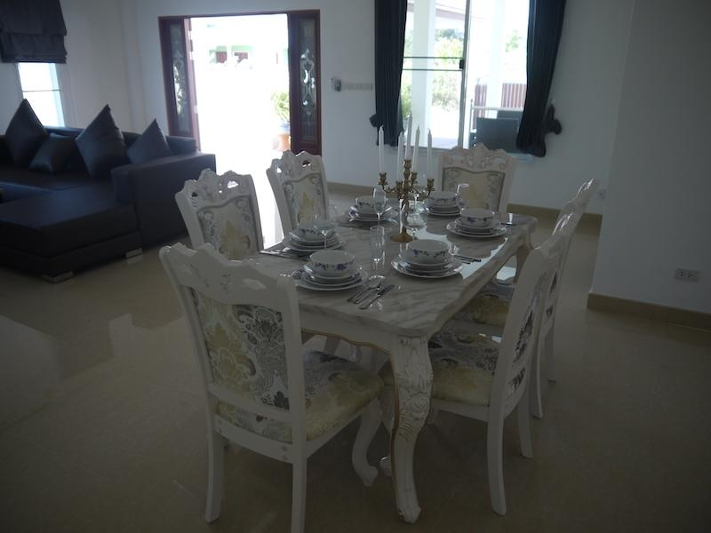 Cha Am pool villa for sale in best location - dining