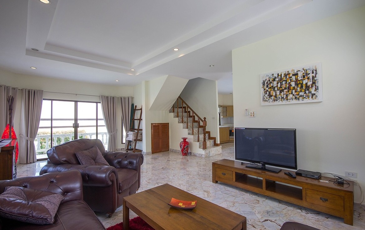 Detached 2 storey house for sale with pool - lounge