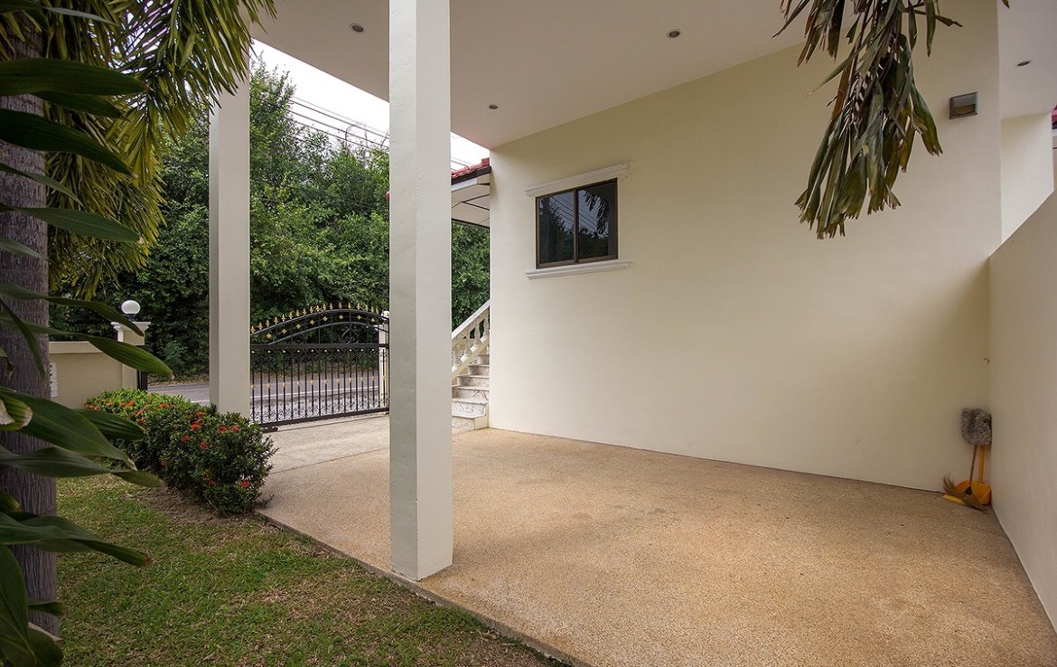 Detached 2 storey house for sale with pool - carport