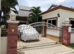 Cozy house for sale in Emerald Resort - carpark